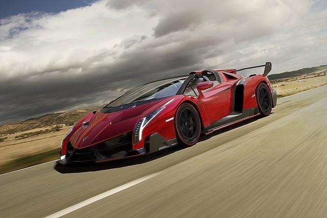 エンジニアリングとデザインを極めた最高傑作ランボルギーニ・ヴェネーノ・ロードスターを発表