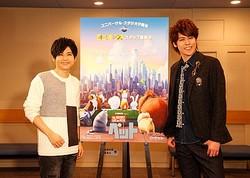サプライズ成功!(左から)梶裕貴、宮野真守  - (C)Universal Studios.