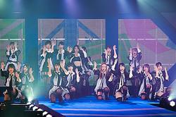 AKB48から美川憲一まで「ガールズアワード」史上最多3万2500人が熱狂