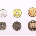 外国人が日本のレジで困惑 なぜ「五円玉」だけ漢数字表記なのか