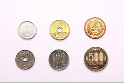 外国人がレジで困惑… 「五円玉」だけ漢数字なのはなぜ?造幣局に理由を聞いた