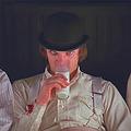 映画の牛乳を飲むシーンが意味するもの 不気味さの演出など