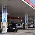 消費者は価格に敏感だ。都内のあるガソリンスタンドでは、シリア情勢の緊迫化を受けて、ガソリン価格の動向を聞く客が増えている  Photo by Rika Yanagisawa