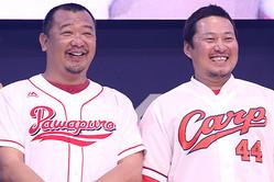 (左から)TKOの木下隆行、広島の松山竜平選手