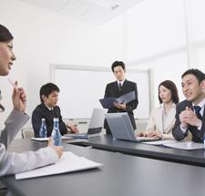 日本のサラリーマンの悪いところ 1位「残業や休日出勤が多い」 2位「有給休暇をとらない」