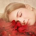 赤い目は体調不良? 赤い夢が表す無意識のメッセージ6つを紹介