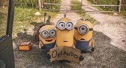 ヒッチハイクされたい! - 映画『ミニオンズ』より  - (C) 2015 Universal Studios.