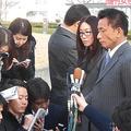 判決後にマスコミの取材に応じ冨田さんの様子を明かした担当弁護士