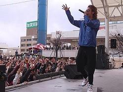 人気ヒップホップユニットのHilcrhyme(ヒルクライム)が10日に、新潟の万代シティバスセンターと、東京の高田馬場CLUB PHASEで、1日で2本のライブを行った。