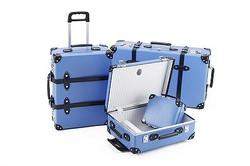グローブトロッター、10年ぶりロイヤルブルーのスーツケース復活