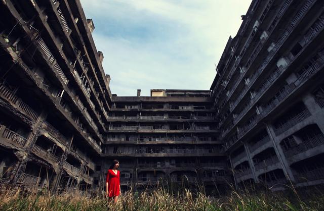 『007』新作に登場。最強に非日常なデートができる長崎『軍艦島』を本格撮影してきた。
