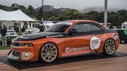 BMW、懐かしいスポンサー・カラーを想起させる「2002オマージュ」をモントレーに出展