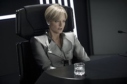アルマーニ、SF映画「エリジウム」出演ジョディフォスターの衣裳提供
