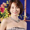 豪華ジュエリーと華麗な衣装で周囲を魅了した米倉涼子
