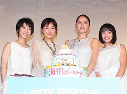 (左から)夏帆、綾瀬はるか、長澤まさみ、広瀬すず