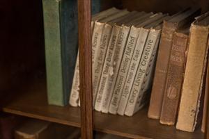 [画像] 意外と少年漫画はあり!? 女性500人に聞いた! 男性の本棚にあったら好感度の高い本とは?
