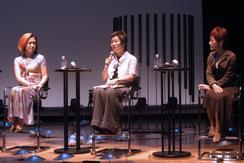 7日、東京・青山で行われた女性の乳房について語るイベントに参加する内田春菊さん(左)ら。(撮影:久保田真理)