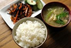 「麦茶に砂糖」「オムライスの中身が普通の白米」—ショックだった他人の家の食文化