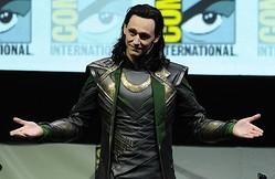 ロキの衣装を身に着けたトム・ヒドルストン  - Getty Images Entertainment / Getty Images