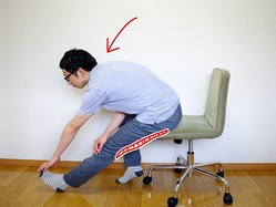 指圧師直伝。デスクの下でこっそり脚をストレッチする方法
