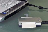 スキャナ本体は、名刺取り込み用のサイズでコンパクト