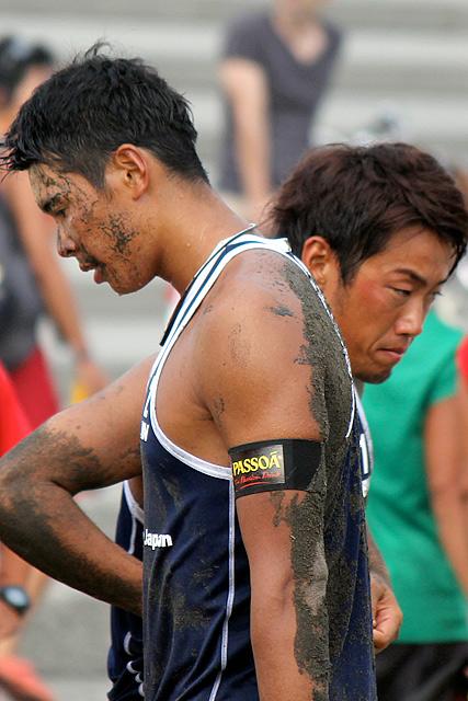 敗戦後、茫然自失の井上真弥(右)と長谷川徳海(左)。初優勝まであと1セット、昨年の雪辱を遂げたかったが、またも王者白鳥の前に屈した
