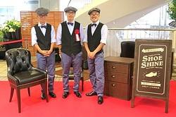 有楽町名物の靴磨き屋「千葉スペシャル」が復活 制服はユナイテッドアローズ