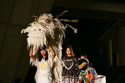 国立新美術館で最大規模のファッションショー 若手デザイナー約30人が作品発表