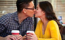 カレの本当の性格は?コーヒーの飲み方で今すぐ素顔を診断【恋占ニュース】