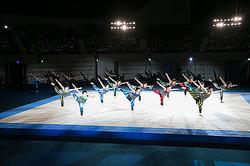 三宅一生が企画「青森大学男子新体操部」特別ショー開催