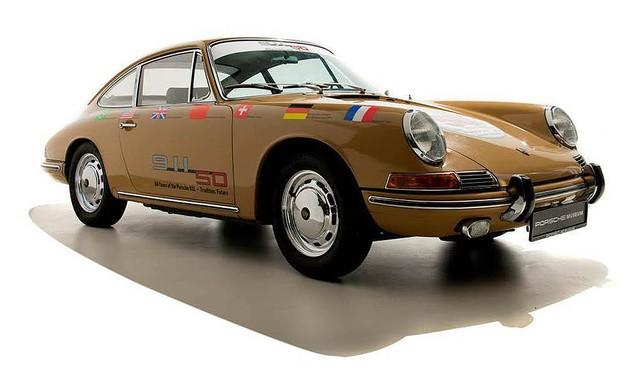 911デビュー50周年をテーマとした「Porsche Cafe Aoyama」がオープン