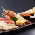 本格的な寿司カウンターで味わう極上寿司 リーズナブルな価格設定