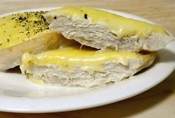 コンビニ人気惣菜「サラダチキン」をチーズ焼きにすると旨い! 低糖質のまま濃厚でおかずに激推し!!