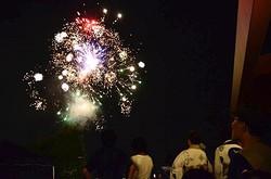 夏の夜空を彩る、打ち上げ花火で締めくくり
