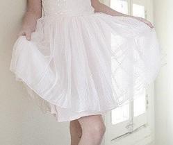 純白ファッションは「身の潔白」を表す?(画像は記事とは関係ありません)