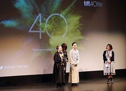 第40回トロント国際映画祭に出席した樹木希林&河瀬直美監督
