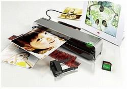 写真やネガ、書類をスキャナーに通すだけ