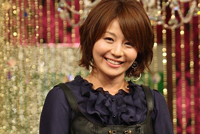 女性向けの深夜番組、「極嬢ヂカラ」のPRを行ったテレビ東京の大橋未歩アナウンサー。番組で紹介したアンダーヘアの特集に「後輩アナと(アンダーヘアの)脱毛どうしてる?」と談義した場面を紹介した。「昨今は、さまざまな形があるらしいよ。…アイ(の文字)とかオーとか」とぶっちゃけトークを会見で披露した。<br>(撮影:野原誠治)