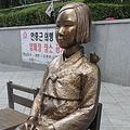 韓国のコミュニティーサイト「ガセンギドットコム」の掲示板に「日本のメディアが米国に慰安婦像の設置などについて、米国の『反日』拡大」とのスレッドが立てられたところ、韓国人ネットユーザーからさまざまなコメントが寄せられた。(写真:在韓国日本大使館の前に設置された従軍慰安婦を象徴する少女像/撮影:宮城英二)