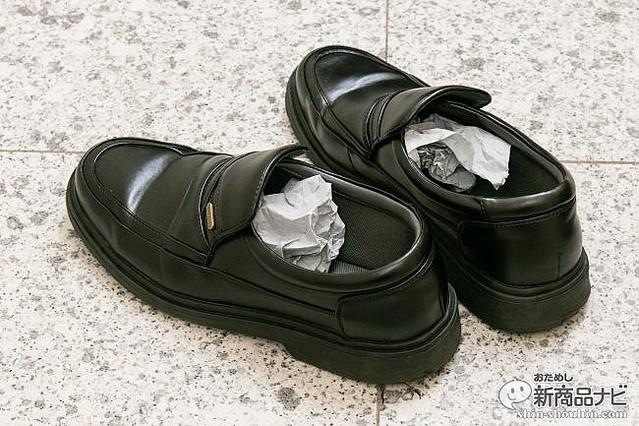 ニオイの元は包んでポイ! 『脱臭炭 ニオイとり紙』で生ゴミ、靴
