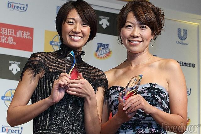 浅尾美和(左)と浦田景子(右)