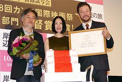 (左から)黒沢清監督、深津絵里、浅野忠信