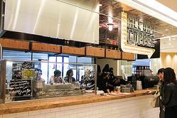 グランフロント大阪にコーヒースタンド「オールデイコーヒー」新食感ドーナツ提供