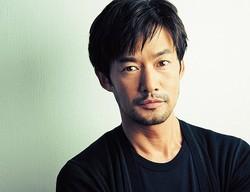 たけのうち・ゆたか 現在公開中の映画『リトルプリンス 星の王子さまと私』で、日本語版のヘビ役の声を担当。'16 年夏に公開予定の映画『シン・ゴジラ』への出演も決まっている。