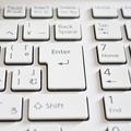 心理学者が解説!パソコンのエンターキーを強く押す人の心理