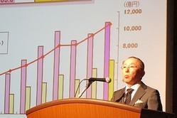 「不況こそチャンス」ファストリ13年度の売上高予想は1兆円の大台超え