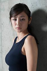 ファースト写真集『人魚』を9月14日(水)に発売する片山萌美(撮影/石川耕三)