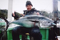 約50kgのクロマグロを釣り上げた三ツ石さん。赤身の味の濃厚さが印象的だったとのこと