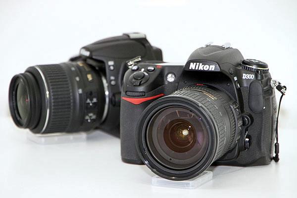 Nikon D300(手前)とD5000(奥)