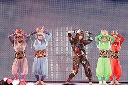 きゃりーぱみゅぱみゅが新曲披露「東京ランウェイ」シークレットゲスト第1弾